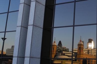 Glänzende Fassade – aber was liegt dahinter und vor allem: Was dringt nach außen?