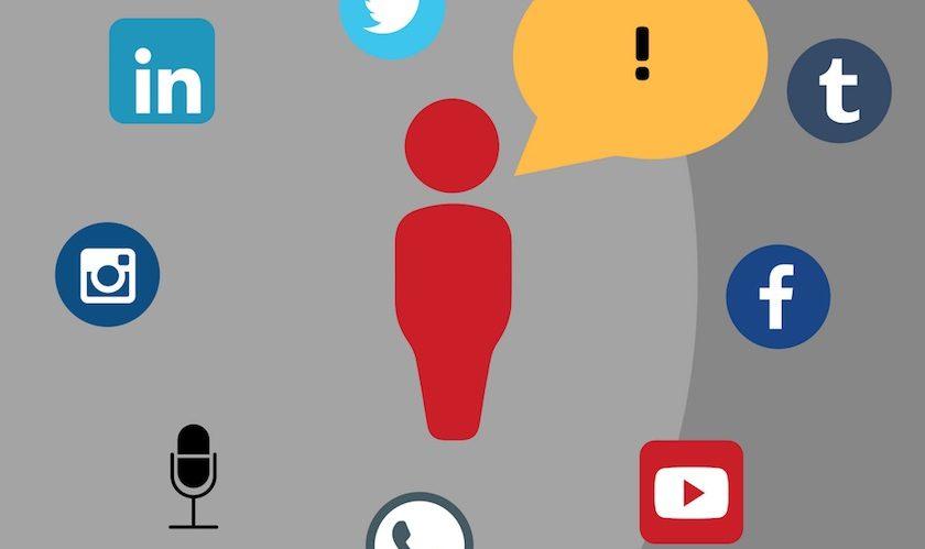 Männchen mit Sprechblase und Symbole für soziale Netzwerke